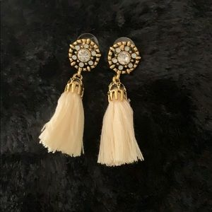 Beige tassel earrings nwot